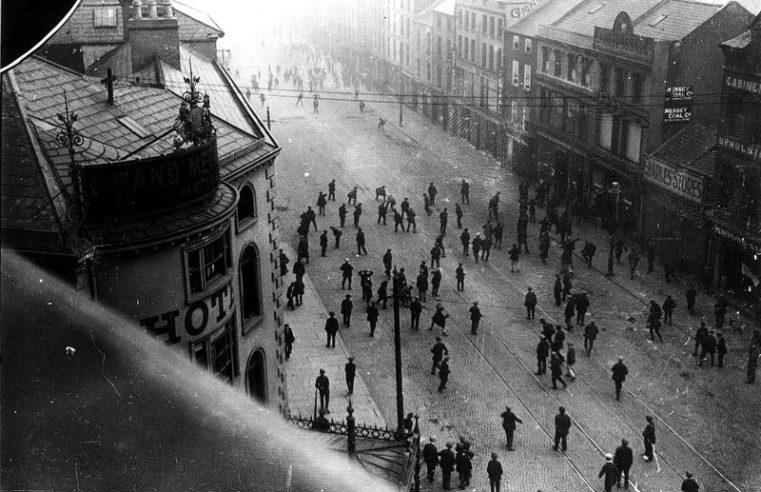 100 años de los pogromos de Belfast: una advertencia de la historia