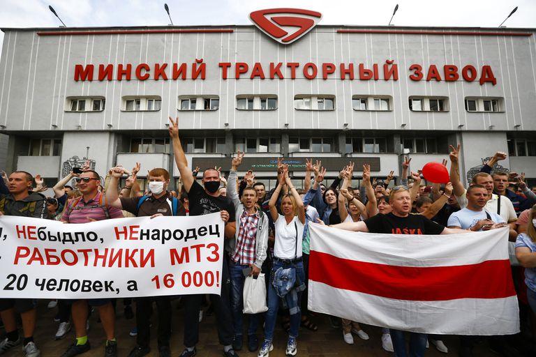 Lukashenko usa 'Tikhari' y 'cosmonautas' contra los trabajadores en Bielorrusia