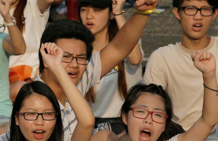 China: Estudiantes protestan restricciones similares a las prisiones