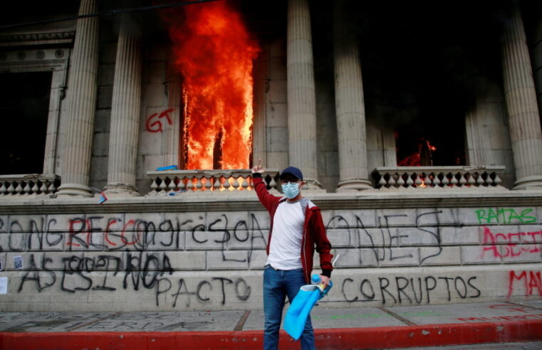 Guatemala: El Congreso arde en la última revuelta latinoamericana