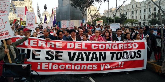 Perú: oleadas de protestas lideradas por jóvenes derrotan a Merino