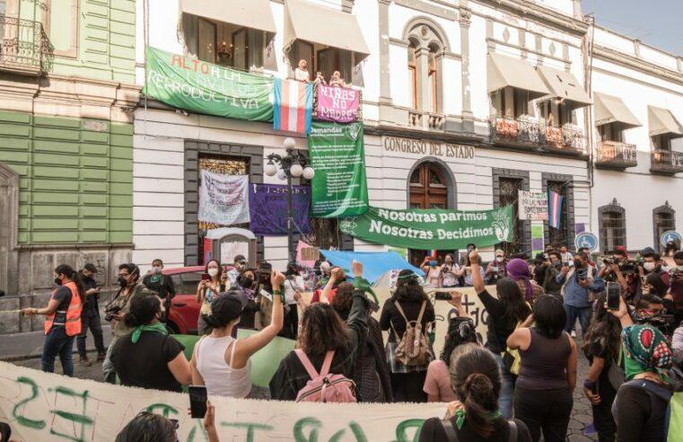 Toma feminista del Congreso en Puebla ¡Por la libre decisión sobre nuestras vidas!