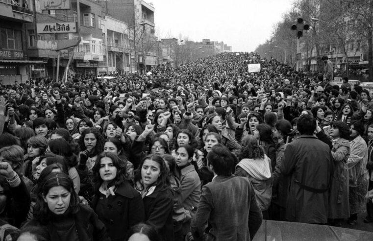 Cuando las masas iraníes depusieron a un dictador: la revolución de 1979 no tenía que terminar en un estado religioso