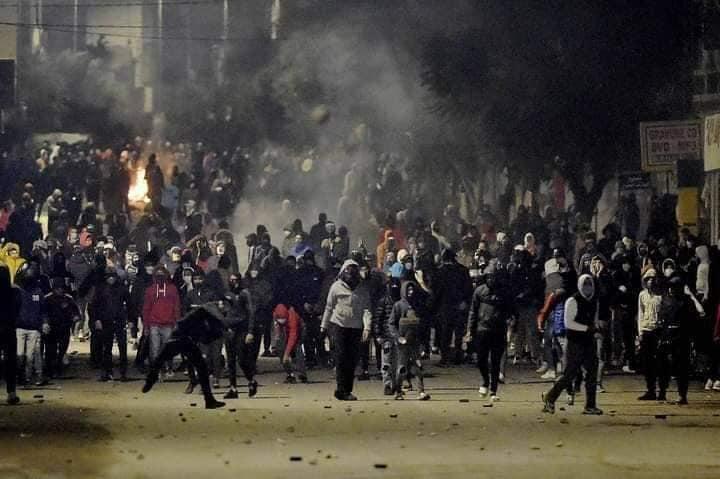 Túnez: Protestas generalizadas sacuden al gobierno azotado por la crisis