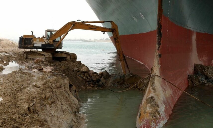Bloqueo del Canal de Suez, crisis en la industria marítima.