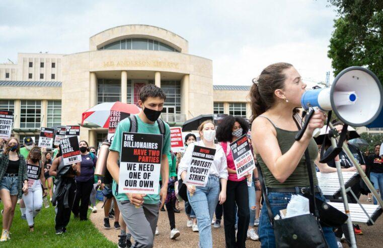 Estudiantes de la Universidad de Houston se marchan contra la prohibición del aborto en Texas: ¡Todo para defender los derechos reproductivos!